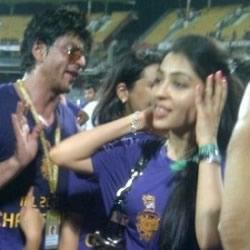 Gautum Gambhir's wife Natasha Jain Gambhir, SRK, Suhana with the 2012 IPL trophy