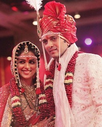 Picture of Genelia & Ritesh at their Maharashtrian wedding on Feb 3, 2012