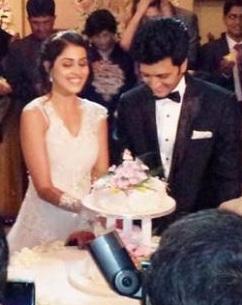 http://mymarriagewebsite.com/wp-content/uploads/2012/02/Riteish_Genelia_Cutting_Their_Wedding_cake.jpg