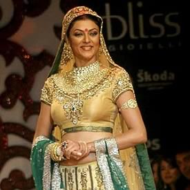 Sushmita Sen wear a Vikram Phadnis marriage Lehanga