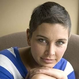Photo of Lisa Ray after she underwent Cancer Treatment and lost her hair.
