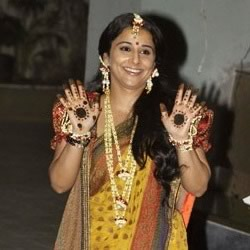 Pic of Vidya Balan with Mehendi on her hands. Sari by Sabyasachi Mukherjee.