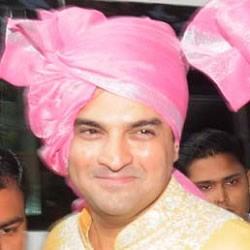 Siddharth arriving with his Baarat for his Wedding to Vidya Balan.
