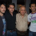 Pic of director Mohit Suri with cousin Vishesh Bhatt and uncle Mukesh Bhatt
