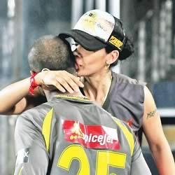 Shikhar Dhavan's wife Aesha kiss him during IPL 2013. Shikher plays for SRH (Sun Risers Hyderabad).