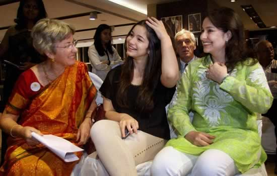 Anjali Tendulkar, her daughter, Sara and mother, Annabel Mehta.
