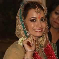 Dia Mirza in her wedding clothes and marriage jewellery