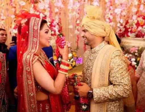 Suresh Raina And Wife Exchange Varmala At Their Marriage